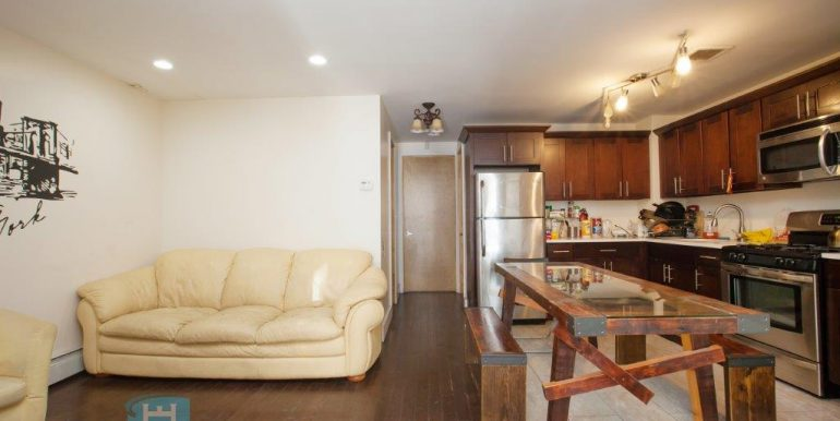 Kitchen_4W- Holiday Estates Room Rental