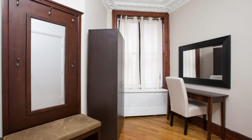 1 Room with Wardrobe_2