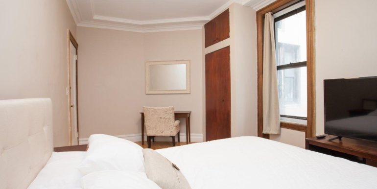 2 Room Queen Bed_5